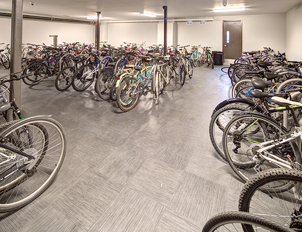 2125 Franklin conveniently offers bike storage