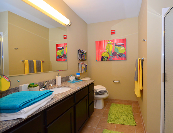 Spacious bathroom at Cardinal Towne