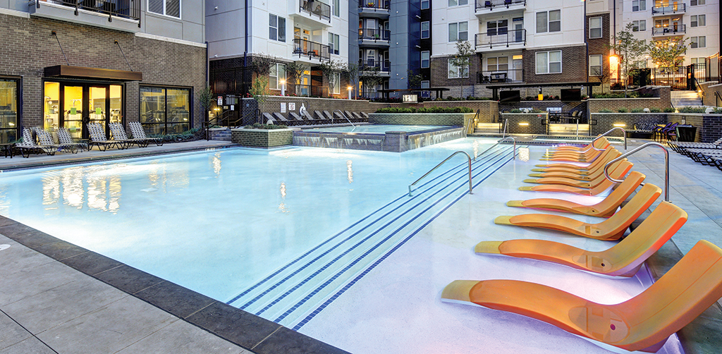 Swimming pool, sun deck & hot tub at U Centre on Turner