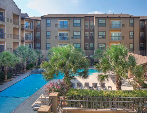 Swimming pool and sundeck at Sanctuary Lofts in San Marcos, TX near Texas State University