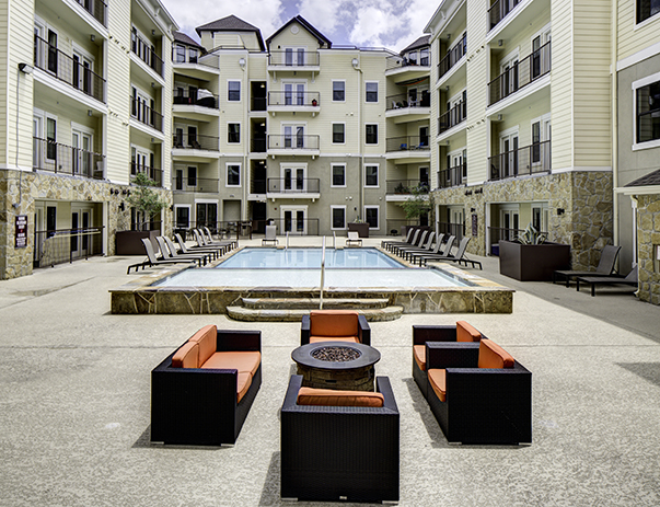 Swimming pool and sundeck at Vistas San Marcos near Texas State University in San Marcos, TX 78666