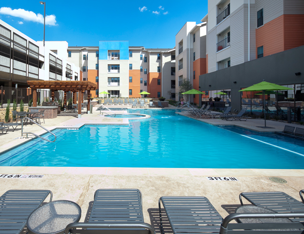 Swimming pool and sundeck at Campus Edge on UTA Blvd in Arlington, TX near the University of Texas at Arlington