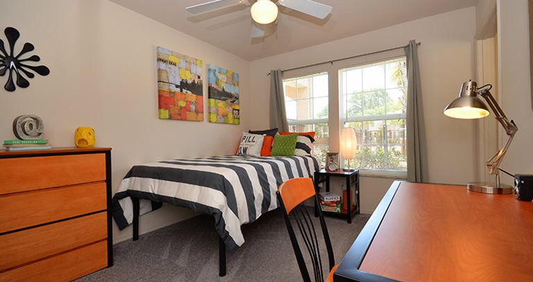 Spacious private bedroom at Blanton Common near Valdosta State University