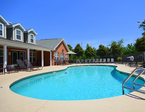 Photo gallery college club townhomes student apartments for Tallahassee pool builders