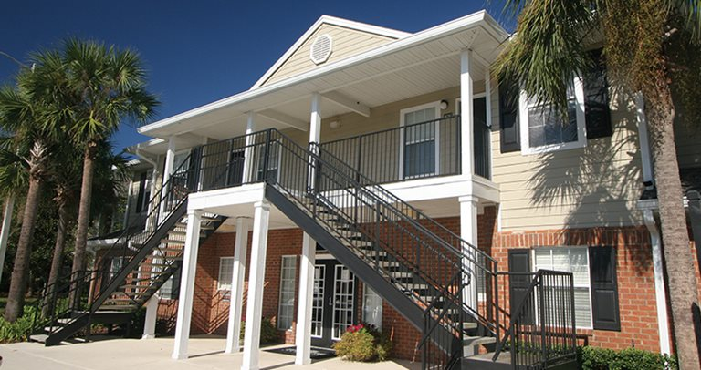Exterior view of University Club Apartments near The University of Florida