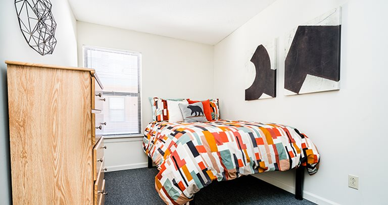 College students who live at Campustown rentals near The University of Illinois studying on-campus