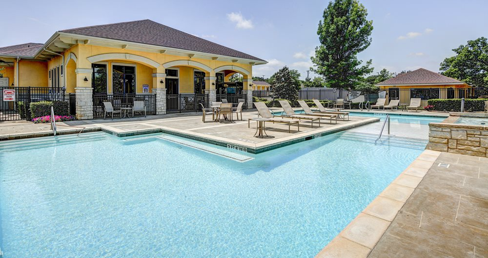 Denton Student Apartments Near UNT & TWU | American Campus