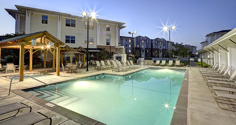 Swimming pool and sundeck at University Village at Sweethome
