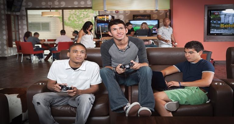 Gameroom at Villas at Babcock with residents playing games near UTSA in San Antonio, TX