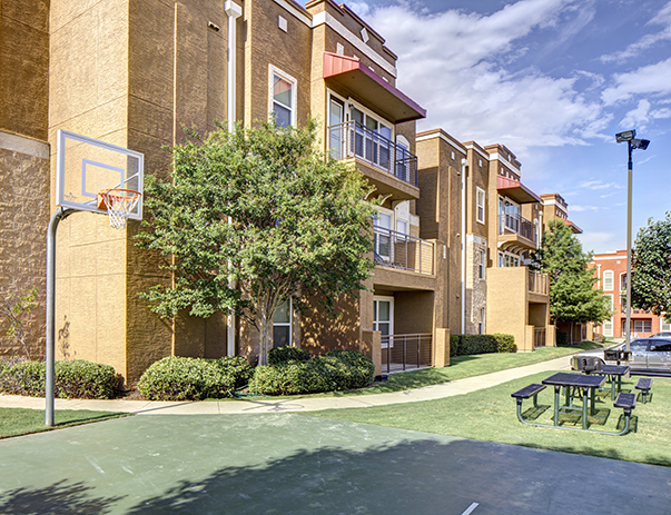 Basketball court at Uptown Apartments in Denton, TX near the University of North Texas