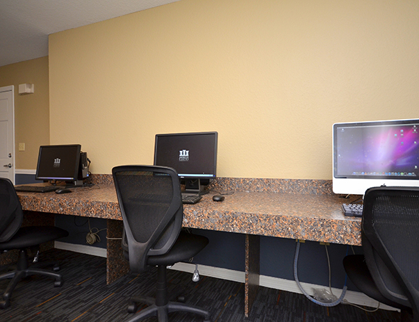 Computer Center with iMacs and PCs at College Club Townhomes
