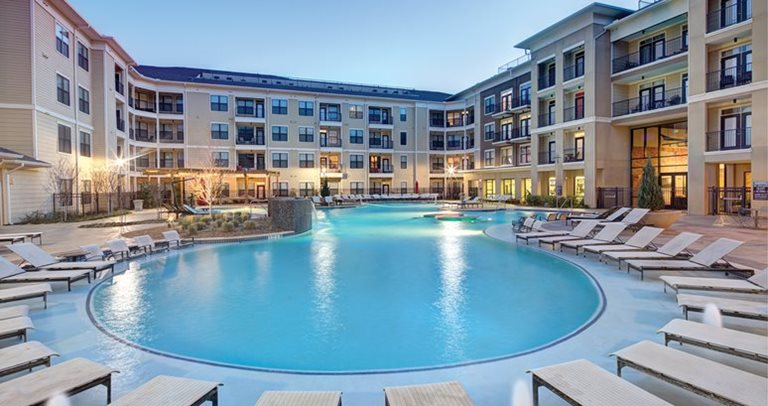 Pool and sundeck at 25Twenty in Lubbock, TX near Texas Tech University
