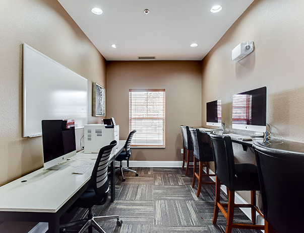 Computer Center with iMacs at University Commons