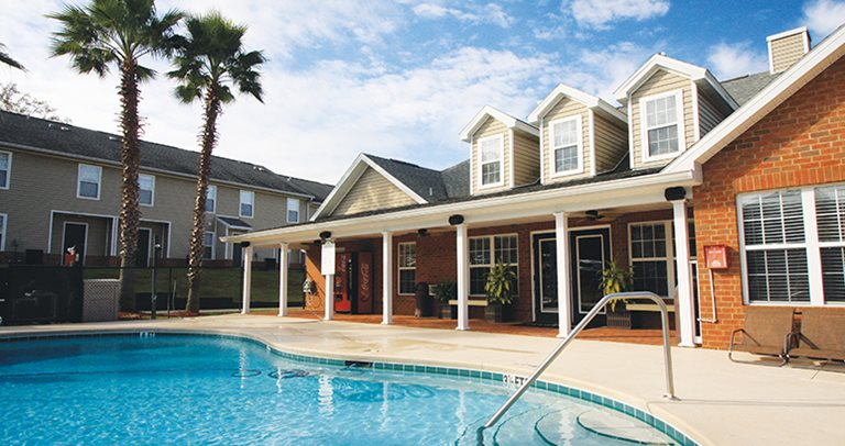 Swimming pool and sundeck at College Club Townhomes near FAMU